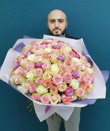 101 нежно-розовая эквадорская роза