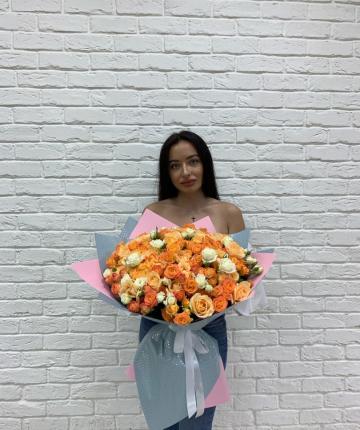 Big-букет из эквадорских и кустовых роз - 67 шт