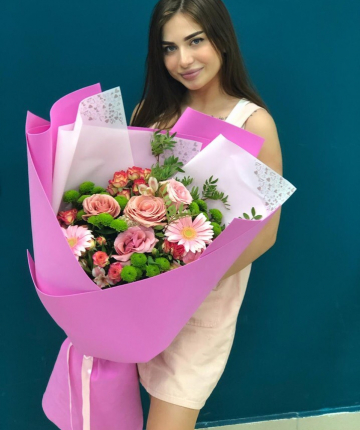 Big-букет из эквадорских и кустовых роз, гербер и хризантем - 29 шт