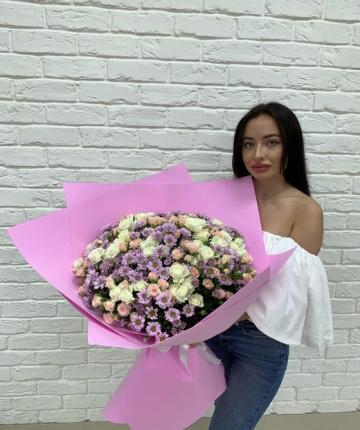 Big-букет из кустовых роз с хризантемами - 50 шт