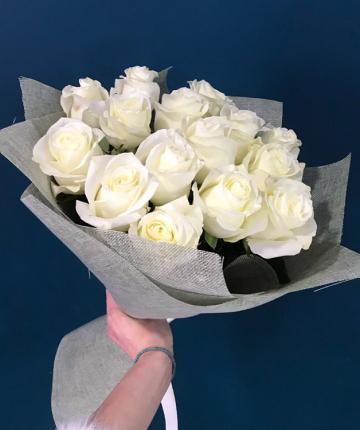 Букет из 15 белоснежных эквадорских роз