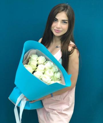 Букет из 15 белоснежных эквадорских роз в двойной упаковке