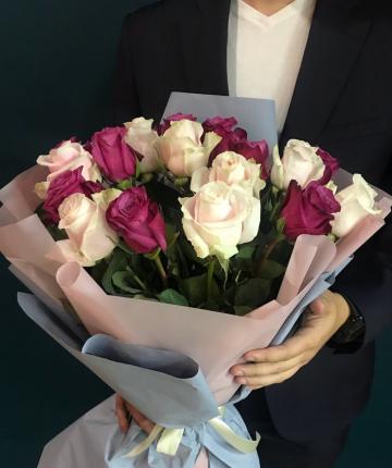 Букет из 17 бордовых и нежно-розовых эквадорских роз