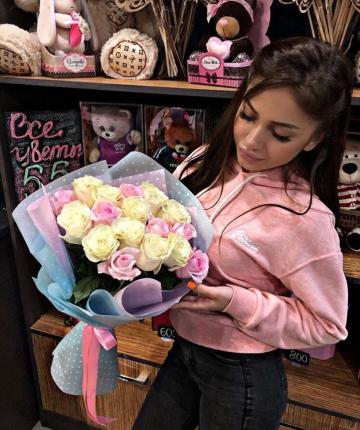 Букет из 17 разноцветных эквадорских роз