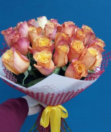 Букет из 19 нежно-розовых эквадорских роз