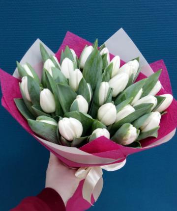 Букет из 27 белоснежных тюльпанов в двойной упаковке
