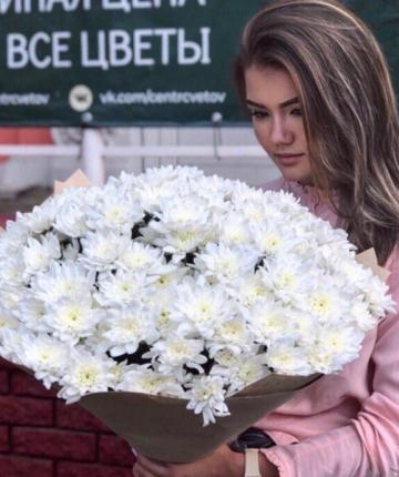 Букет из 29 белых хризантем
