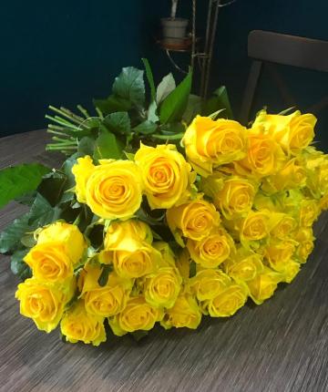 Букет из 31 желтой эквадорской розы