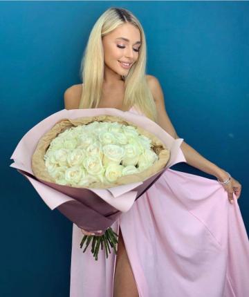Букет из 35 белых эквадорских роз