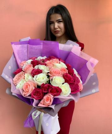 Букет из 35 разноцветных эквадорских роз