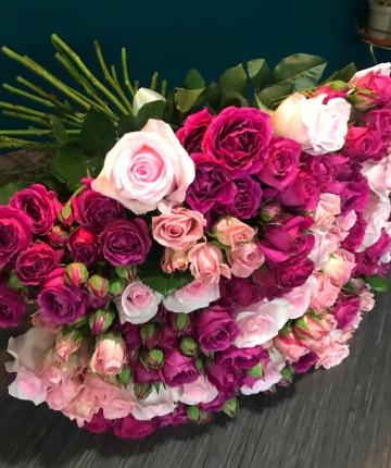 Букет из 35 разноцветных эквадорских и кустовых роз