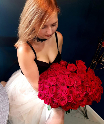 Букет из 45 ярко-красных российских роз