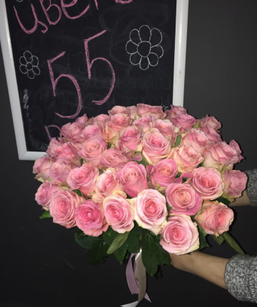 Букет из 51 нежно-розовой эквадорской розы