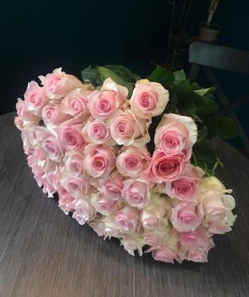 Букет из 51 светло-розовой эквадорской розы