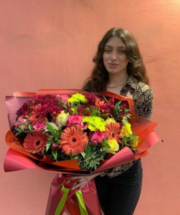 Букет из альтромерий, гербер, хризантем и роз - 35 шт