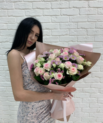 Букет из эквадорских роз и станицы - 37 шт