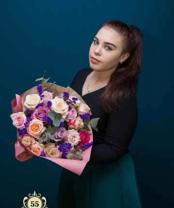 Букет из эквадорских роз, статицы и эвкалипта