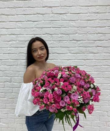 Букет из кустовых и одноголовых роз - 85 шт
