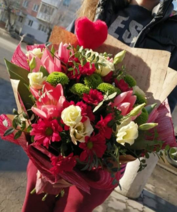 Букет из лилий, кустовых хризантем и роз - 19 шт