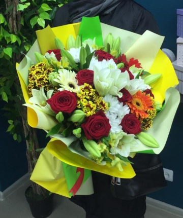 Букет из лилий, роз, хризантем и гербер - 31 шт.