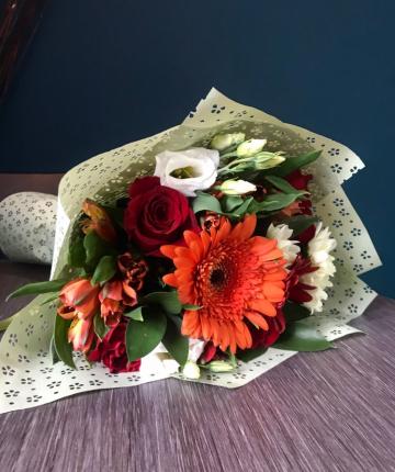 Букет из лизиантусов, гербер, хризантем, эквадорских роз и альстромерий - 11 шт.