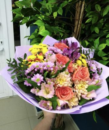Букет из роз, альстромерии и хризантем - 17 шт