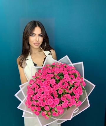 Букет из розовых кустовых роз - 41 шт