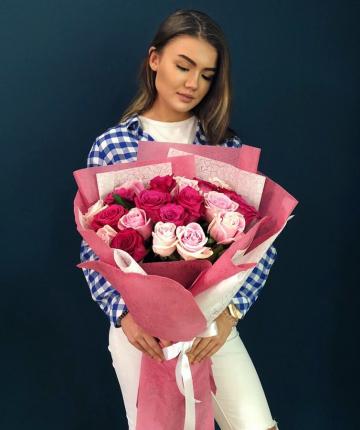 Букет микс из 19 эквадорских роз