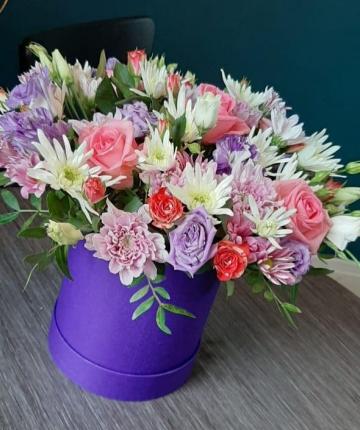 Композиция хризантем, лизиантусов, кустовых роз и эквадорских роз - 21 шт