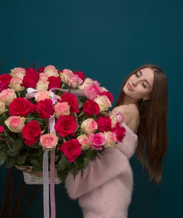 Композиция из 51 эквадорской розы в корзине