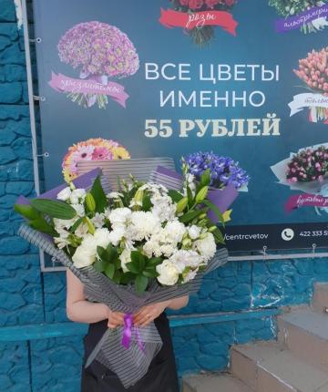 Микс букет из лилий, роз, хризантем, альстромерий и рускусов - 29 шт