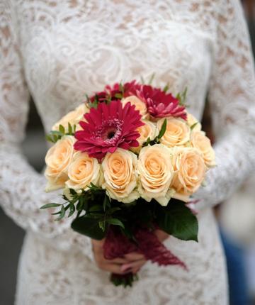 Свадебный букет из нежно-розовых российских роз - 21 шт.
