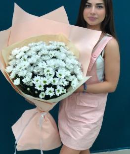 Букет из 17 белых кустовых хризантем