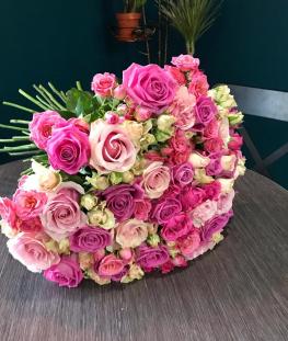 Букет из 21 эквадорской и 20 кустовых роз