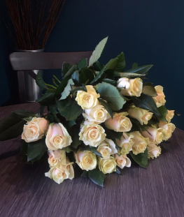 Букет из 21 нежно-розовой российской розы