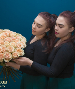 Букет из 45 кремовых эквадорских роз