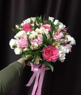 Свадебный букет из эквадорских роз, альстромерии и кустовых роз - 29 шт.