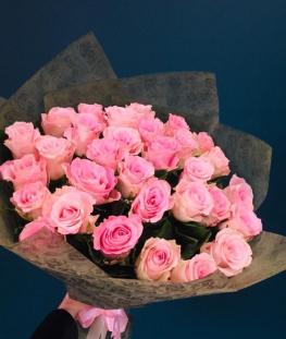 Ярко-розовые эквадорские розы поштучно - 70 см.