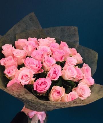 Ярко-розовые эквадорские розы поштучно - 70 см